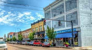 This Mississippi Town Is Home To One Of The Most Charming Main Streets In The Country