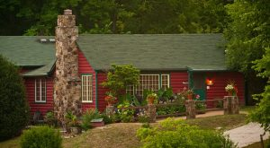 The Charming Cabin Restaurant In Arkansas That Feels Just Like Home