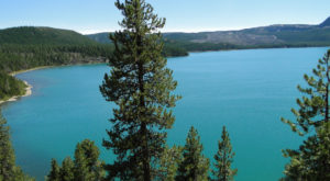 This Secluded Mountaintop Lake In Oregon Is The Perfect Day Trip Destination