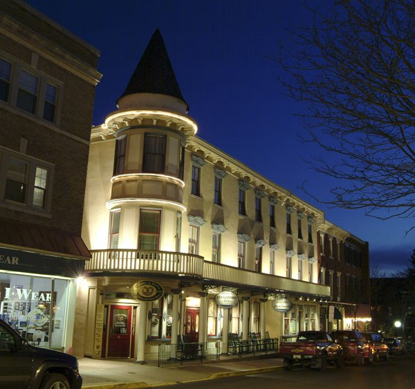 The small town in pennsylvania that 39 s one of the coolest for Small historic hotels