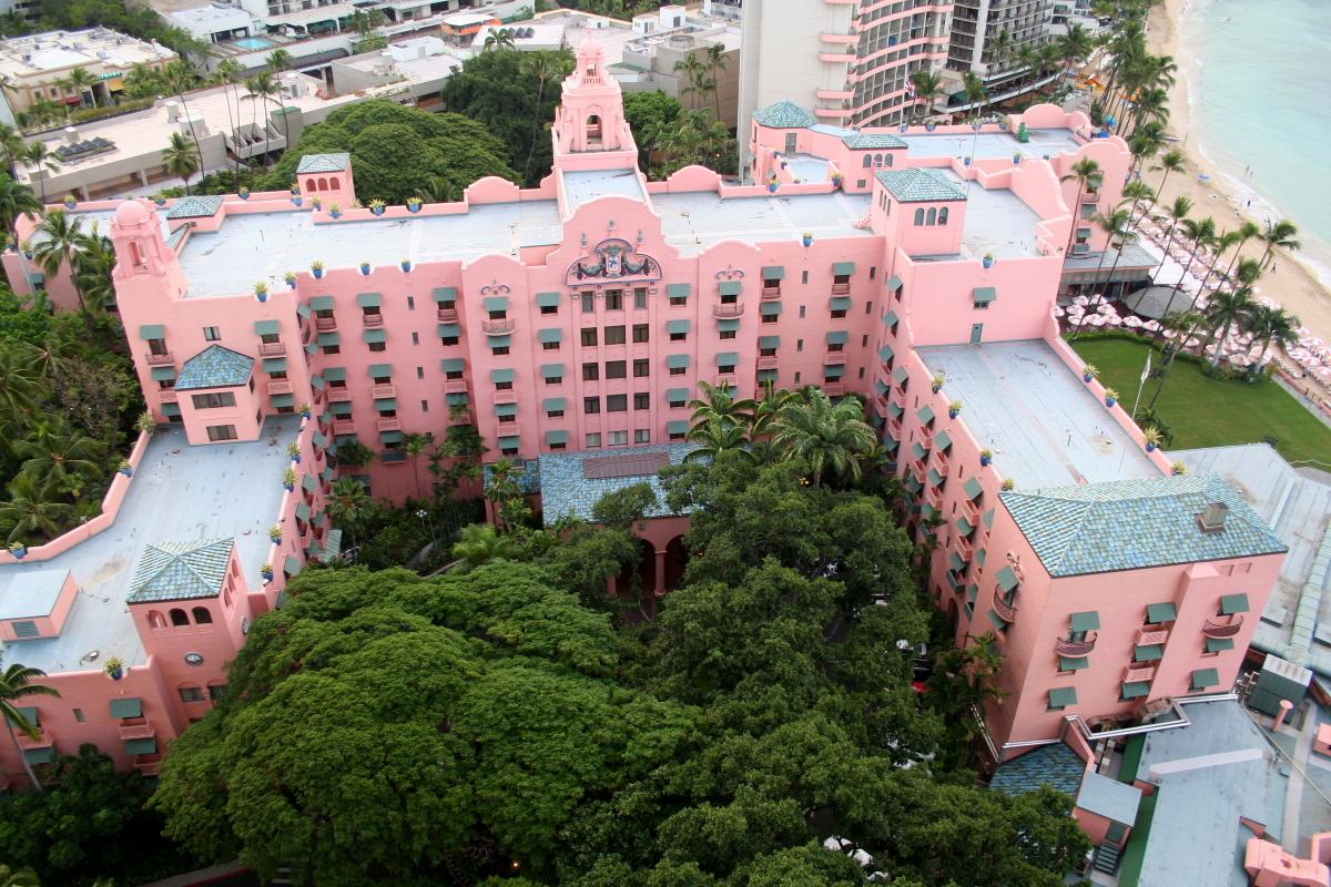 The Royal Hawaiian Is Oahu U0026 39 S Legendary Pink Hotel