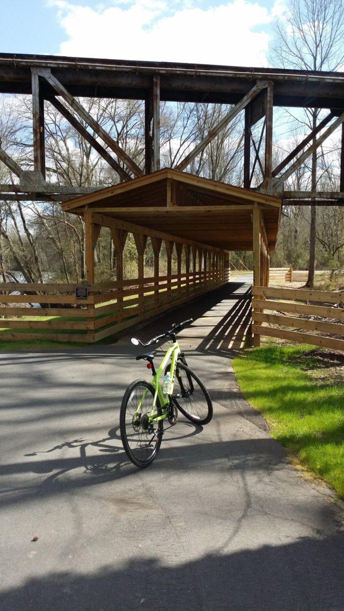 8 Beautiful And Easy Bike Trails In South Carolina Everyone Will Love