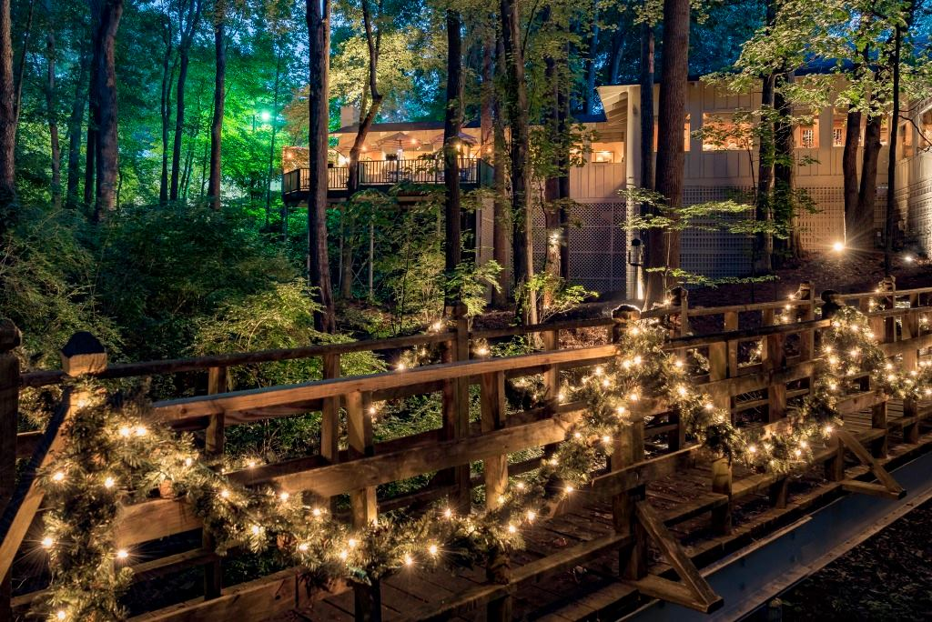Ryan S Restaurant Is A Beautiful Restaurant In The Woods