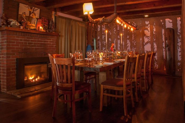 new york 39 s peekamoose restaurant is tucked away within a beautiful forest. Black Bedroom Furniture Sets. Home Design Ideas