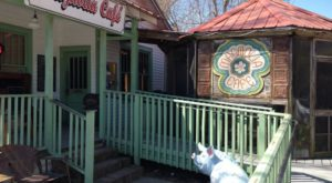 You'll Love This Funky Family Friendly Restaurant In Small Town Louisiana