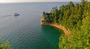 9 Beautiful Boat Tours In Michigan That Will Give You A Whole New Perspective