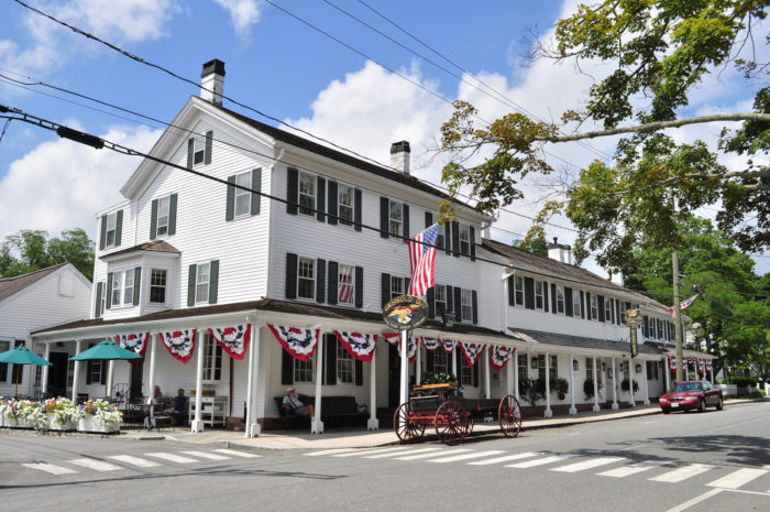 10 perfect small towns in connecticut you 39 ll love to visit for Small historic hotels