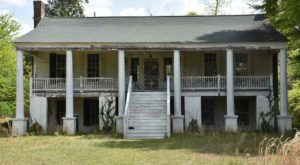 17 Staggering Photos Of An Abandoned Plantation Hiding In South Carolina