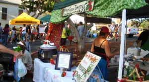 Everyone In Hawaii Must Visit This Epic Farmers Market At Least Once