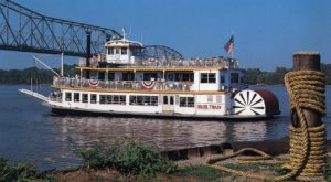 4 Unforgettable Dinner Cruises In Missouri You Probably Didn't Know About