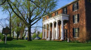 You Have To Spend At Least One Night At This Breathtaking Bed & Breakfast In Kentucky