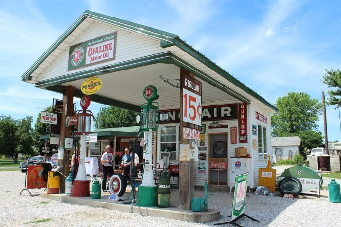 Old Gas Stations In Northern California: 11 Iconic Stops To Make Along Missouri's Route 66