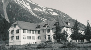 10 Staggering Photos Of An Abandoned Orphanage Hiding In Alaska