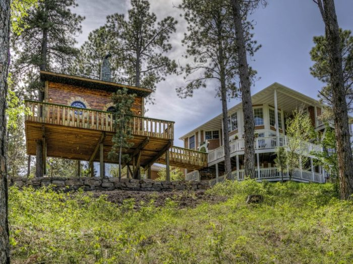 chateau de soleil treehouse an epic treehouse in south dakota
