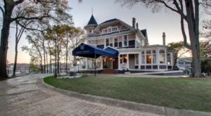 Stay At This Charming Hilltop Hotel In Alabama For An Unforgettable Experience