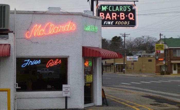 Mcclard S Bar B Q In Arkansas Has Amazing Food
