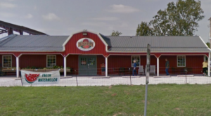 You'll Never Forget A Trip To This Charming Peach Barn And Orchard In Oklahoma