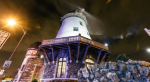 This Charming Windmill In Missouri Is Actually A Restaurant And You'll Want To Visit