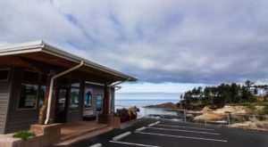 This Incredible Seafood Restaurant Is Located In The Most Spectacular Oregon Coast Setting