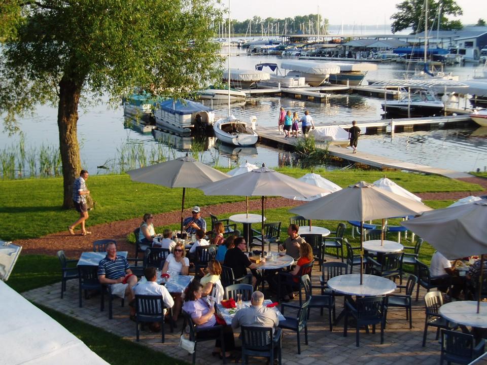 15 Best Beachfront Restaurants In Wisconsin