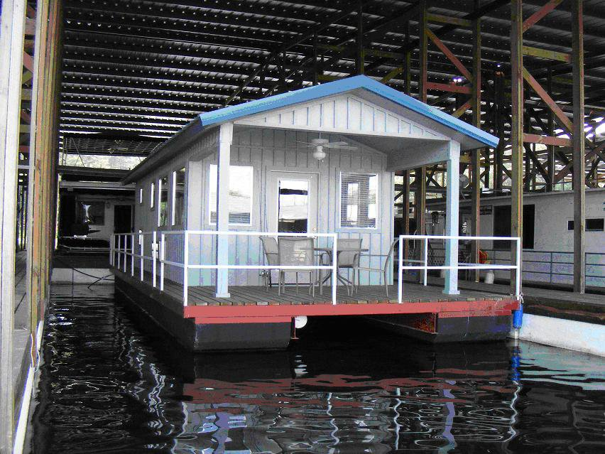 Kirby landing marina motel these floating cabins in for Lake cabins for rent in massachusetts