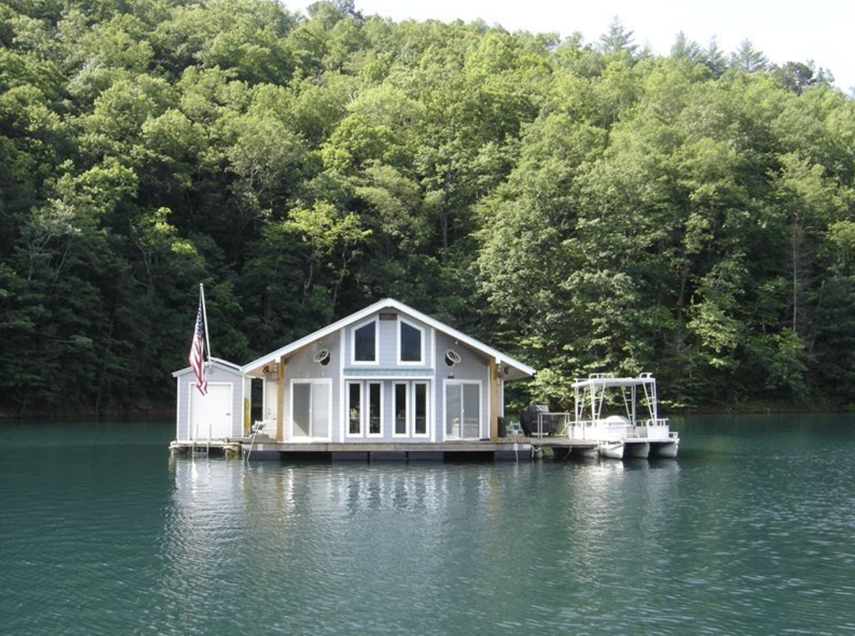 Three floating cabins you can rent for a weekend in north for Lake cabins for rent in massachusetts