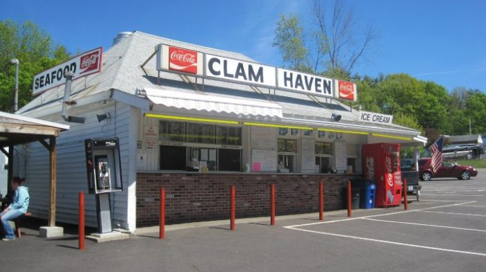 These 9 New Hampshire Restaurants Serve the Best Fried Clams