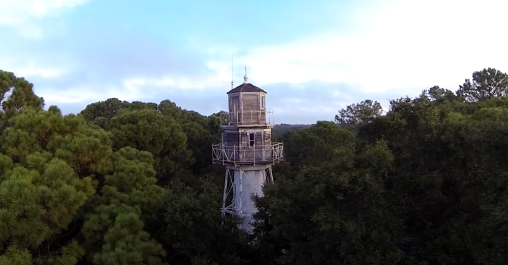 Leamington lighthouse in south carolina is the most unique for What state has the most lighthouses