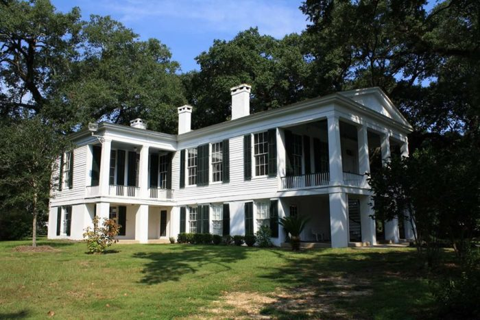 Travel back in time with a visit to historic oakleigh in for Historic homes for sale in alabama