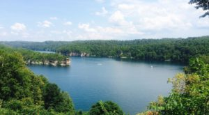 The Underrated West Virginia Lake That's Perfect For A Summer Day
