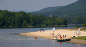 The Underrated Lake Near Washington DC That's Perfect For A Summer Day