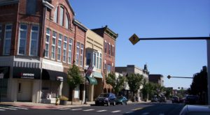 This Charming Town Near Cleveland Is Perfect For A Day Trip
