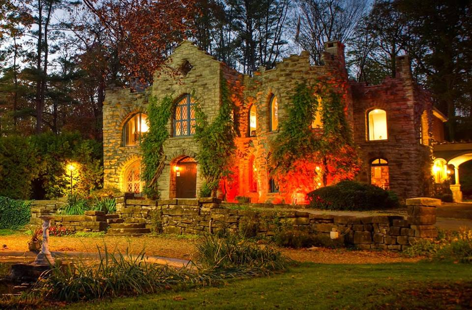 Dining At Beardslee Castle In New York Will Make You Feel