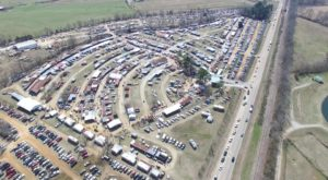You Could Easily Spend All Weekend At This Enormous Mississippi Flea Market