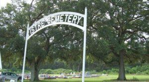 The Mystery Behind This Louisiana Graveyard Has Baffled Historians For Decades