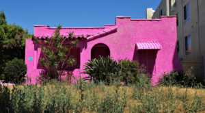 The Insanely Unique Pink Houses In Southern California That Will Soon Be Gone Forever