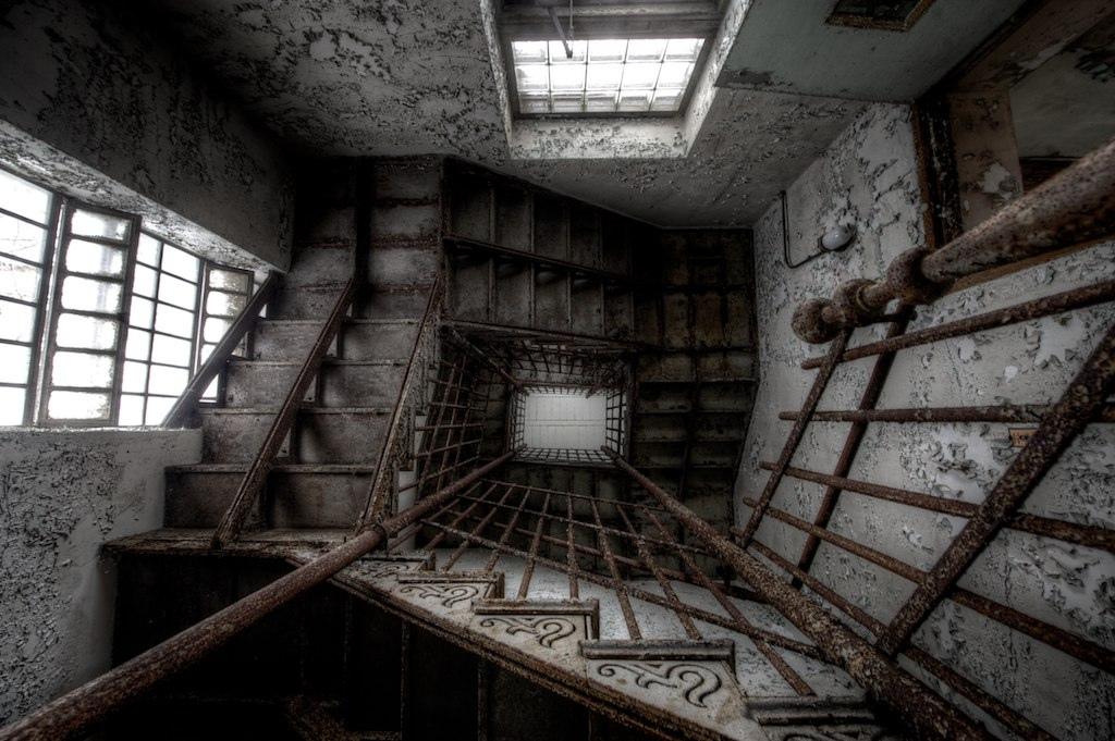 15 Creepy Photos Of An Abandoned Asylum In West Virginia