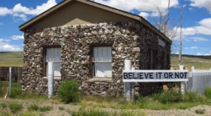 This House In Wyoming Sits In A Dinosaur Graveyard And You Have To See It