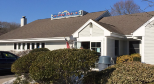 The Unassuming Restaurant In Connecticut That Serves The Best Hot Lobster Roll You'll Ever Taste