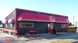 The Unassuming Restaurant In Oklahoma That Serves The Best Fried Onion Burger You'll Ever Taste