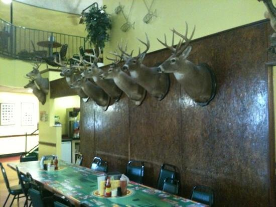 Jerry 39 s catfish house serves the best catfish in mississippi for Jerry s fish house florence ms