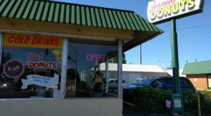 The Old Fashioned Donut Shop Hiding In Oregon Locals Can't Get Enough Of