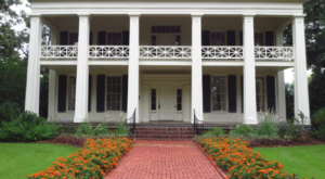 Visit This Plantation Home In Alabama From The 1800s For A Journey Back In Time