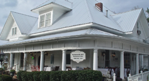 The Timeless Alabama Restaurant Everyone Needs To Visit At Least Once