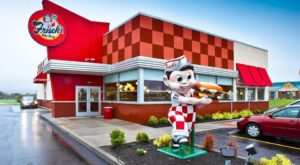 The Iconic Diner In Cincinnati That's Been Serving Up Mouthwatering Burgers For Decades