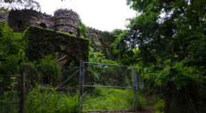 The Awesome Hike In Connecticut That Will Take You Straight To An Abandoned Castle