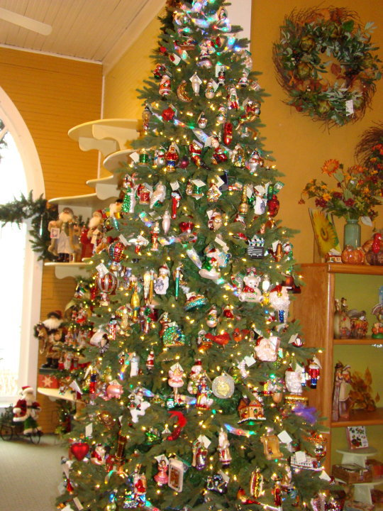 Stop N Shop Hours >> Tannenbaum Holiday Shop in Sister Bay, Wisconsin Lets you ...