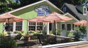 Everyone In Virginia Should Try Virginia's Most Colorful Restaurant At Least Once