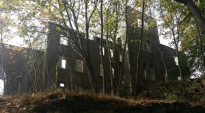 The Awesome Hike In Maine That Will Take You Straight To An Abandoned Castle