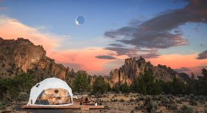 You Could Spend The Night In A Transparent Oregon Hotel And See The Eclipse Like No One Else